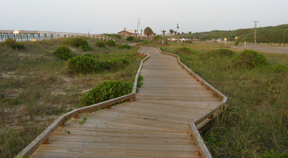 the boardwalk at the back of the north park beach